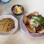 肉のサカタ チャーシュー しんちゃん - ラーメン並+ミニやきめし Bセット  ¥800                            ミニラーメン+やきめし並も OK