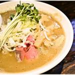 麺屋一寸星 - 濃厚煮干らーめん+味玉 780+100円 ニッボニボな濃厚スープがたまらない♪チャーシューはネギに埋もれてます。