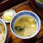 更科甚吾郎 - 豆腐とワカメの味噌汁