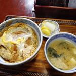 更科甚吾郎 - カツ丼全景