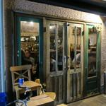 レインカラー - イタリアン・バル、イタリアの食堂らしいざっかけないカジュアルさ