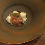 レインカラー - モッツァレラ・チーズにモッツァレラを詰めたモッツァレラ ブッラータ・チーズと酒盗1