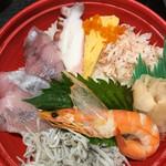 産地直送市場 - 料理写真:地魚海鮮丼(税込680円)(2017.04現在)