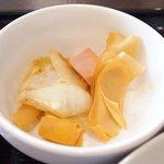 開花 香港海鮮バル - 油淋鶏&揚げ玉子特製ソース 2100円 の小鉢