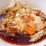 開花 香港海鮮バル - 油淋鶏&揚げ玉子特製ソース 2100円 の揚げ玉子特製ソース
