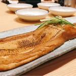 梅丘寿司の美登利 - ▲元祖穴子 塩、デカさ