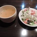 バン蔵 - 100円追加のスープとサラダ