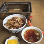 東風 - 料理写真:肉丼 (750円)
