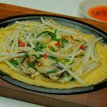 マカオ料理&アジアン居酒屋 ラザロ - ホイトード(タイ料理のカキのお好み焼き、大人気です)!