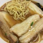 大貫本店 - 麺とチャーシュー。