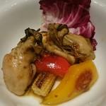 65465960 - 牡蠣の温製サラダ