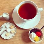 うさカフェ しあわせ うさぎ - ランチについてくるドリンク。紅茶。砂糖にもウサギが!