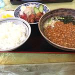 慶華楼 - 料理写真:私の日替わりランチ730円、ライス中は大き過ぎT_T 肉味噌ラーメンは美味しかった。