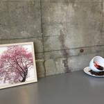 65470072 - 座った席には、素敵な桜の写真が(#^.^#)