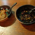 ブリ・マデ - サンバル・ケチャップ (甘口醤油と刻み唐辛子のサンバル)、サンバル・サレ・タビオ(醗酵海老味噌のサンバル)