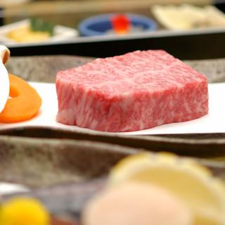 厳選された北海道産牛肉と旬の魚介