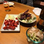 ブタ野郎チキン野郎 沖縄バカヤロー - 赤ウインナー、島らっきょ、紫芋コロッケ