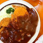 洋食 ZORO - 大皿に盛られたカレー。
