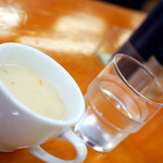 洋食 ZORO - お水と一緒に熱々ポタージュ。