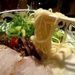 豚骨らーめんKAEDAMA - 低加水極細麺