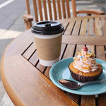 ON THE WAY, Cupcakes&Coffee Shop  -