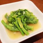 苓々菜館 - 季節野菜の炒め(Mサイズ840円) この日は菜の花