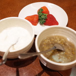 苓々菜館 - 豆乳と寒天の杏仁豆腐(350円)と緑豆のおしるこ風(350円)