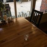 ホリー・グランド - 入ってすぐのテーブルに着きました(2017.4.14)