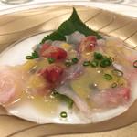 シェ・ソーマ - 真鯛の桜の葉締めカルパッチョ