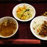 バーンリムパー - サラダ、日替わりミニタイ丼、スープ