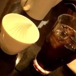 65493695 - セットのアイスコーヒーとソフトクリーム