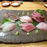 館山海の物産センター銀座船形 - 今朝獲れ天然地魚刺し盛
