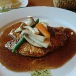 洋風食卓れべる - 鯛の2色ソースのポアレ
