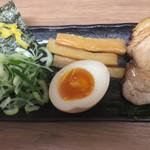 春樹 - 野菜つけ麺(大盛) ¥930 の別皿具材