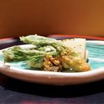 佐藤 - タラの芽のフライ、筍の炭火焼