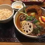 奥芝商店 - スプリングラムの香草焼きとゴロゴロ春野菜のカリー