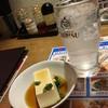 鉄人 餃子坊 - 料理写真:レモンチューハイと、サービスの冷奴。