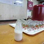 天然温泉旅館 えべおつ温泉 - 何故かワンカップのグラス