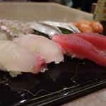 いね鮨 - にぎり(鯛、マグロ、赤貝、太刀魚、しゃこ)