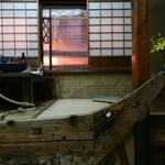 Taiyoshihyakuban - 船の縁で一段高くなっている座敷で料理を頂きます