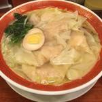 広州市場 - ワンタンたっぷりの青湯海老雲呑麺