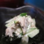 65509758 - 鶏肉、胡瓜、わかめのマヨネーズ和えアップ