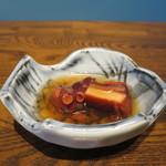 築地魚河岸 海鮮 - サービスのお通しの蛸の桜煮