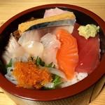 65510844 - 海鮮チラシ丼 丼アップ