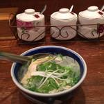65511054 - タン・カフェ                       フォーはパクチーの風味が効いていて食欲を増進させる。