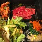 炭火焼肉 食道園 - カルビランチ\¥1150