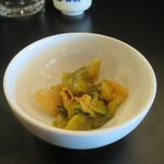 小田保 - ザーサイと鶏肉のピリ辛和え