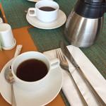 カリフォルニアレストラン - コーヒーはポットサービス(^∇^)