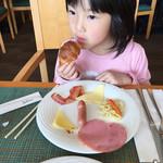 カリフォルニアレストラン - クロワッサンが好物です(^∇^)