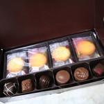 ゴディバ - チョコ6個・焼き菓子2種8枚